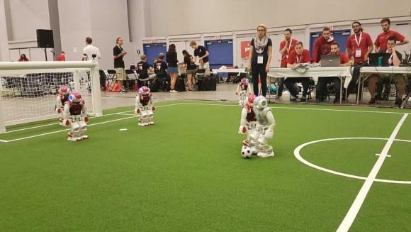 Spielszene Gruppenphase Bembelbots (grau) gegen das Team aus Rom (rot)