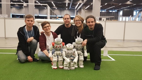 Bild der mitgereisten Teammitglieder v.l.n.r. Felix Weiglhofer, Timm Hess, Jens Siegl, Sina Ditzel und Kyle Rinfreschi